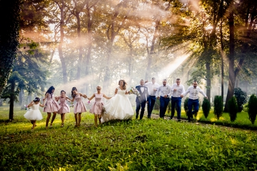 Amazing scene from a wedding day captured by Max Bukovski